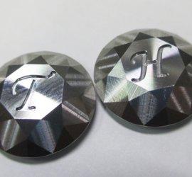 ヒロセ金型 金属ボタンに文字掘り込み