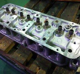 ヒロセ金型 車のエンジンヘッド切削