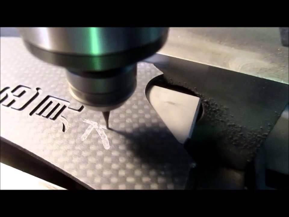 ヒロセ金型 【動画】CFRP板材に文字切削